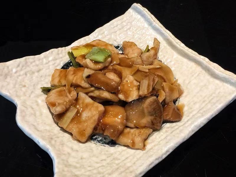 131. Maiale con Funghi e Bambù