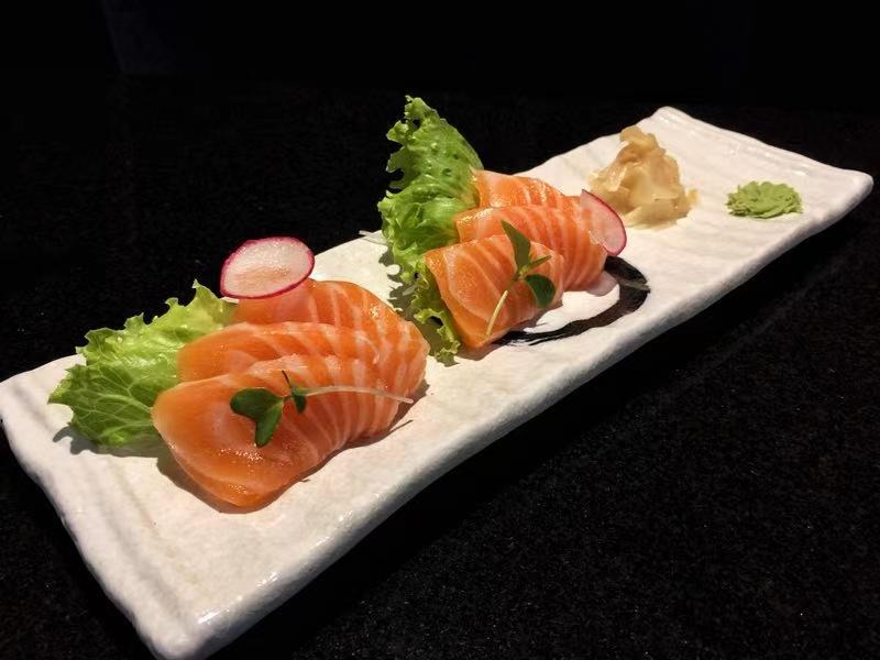 85. Sashimi di Salmone
